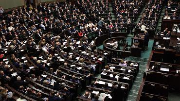 Nowy sonda� CBOS. W wyborach parlamentarnych PiS wy�ej ni� Platforma, a Kukiz...