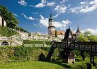 Czechy Nowe Miasto nad Metuj�. Tutaj trzeba koniecznie zobaczy� Rynek. To przestronny plac, kt�ry otaczaj� renesansowe kamienice z arkadowymi podcieniami. Tu� obok znajduje si� drugi gor�cy punkt na mapie miasteczka, czyli zamek z XVI wieku.