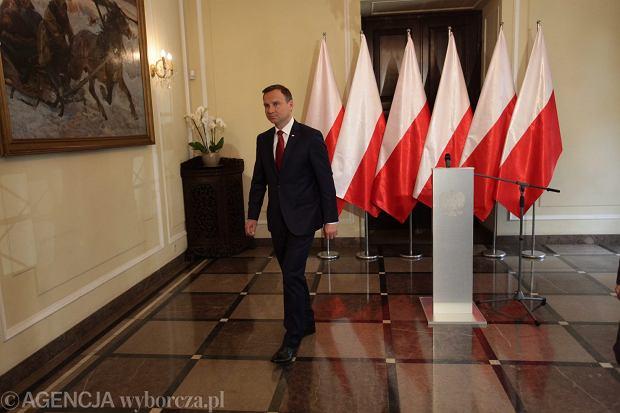 Prezydent elekt Andrzej Duda zapowiedział, że będzie prezydentem wszystkich Polaków i ogłosił wszem i wobec, że oddał legitymację Prawa i Sprawiedliwości.