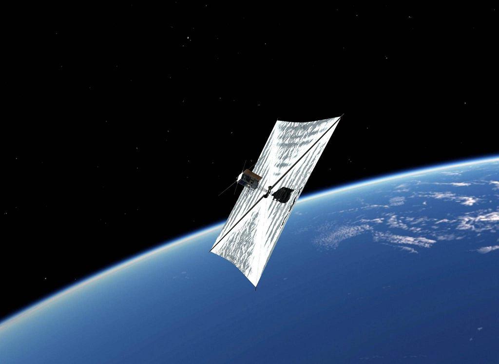 Model satelity PW-Sat2 stworzony przez studenckie koło astronautyczne PW. Żagiel orbitalny umożliwi  nieczynnym satelitom spadanie i spalanie się w atmosferze / materiały prasowe