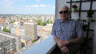 W ramach projektu 'Wyborcza na osiedlach' odwiedziliśmy tzw. 'łódzki Manhattan'. Jeden z jego mieszkańców Włodzimierz Dachniewski pokazał nam widok jaki rozciąga się z jego mieszkania. O tym jak żyje się jemu i jego sąsiadom z drugiej strony Manhattanu przeczytacie w piątkowym 'Magazynie Lódź' (1 czerwca).