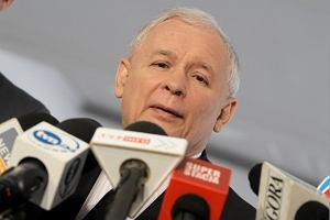 Jaros�aw Kaczy�ski poszed� w rzepak
