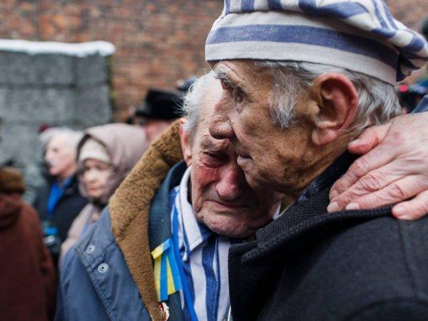 Zdjęcia, przemówienia, łzy więźniów. Najmocniejsze momenty uroczystości w Auschwitz