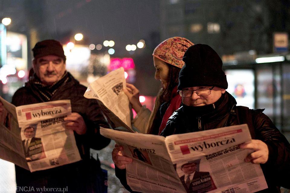 28.11.2017 Gdansk. Happening: Czytanie czegokolwiek gdziekolwiek. Przeciw nienawiści, dyskryminacji, seksizmowi, rasizmowi, ksenofobii, homofobii, fundamentalizmom, faszyzmowi i chamstwu.