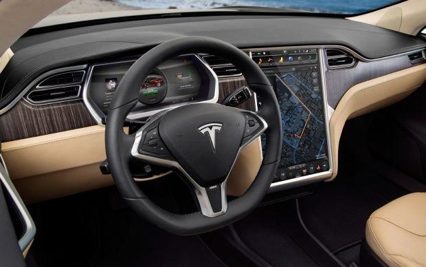 Amerykańska firma z siedzibą w Kalifornii zajmuje się produkcją samochodów osobowych wyłącznie o napędzie elektrycznym. Do niedawna głównym produktem była sportowa Tesla Roadster, a w 2012 roku do oferty dołączyła 5-drzwiowa limuzyna Tesla Model S o sylwetce przypominającej auta typu coupe.