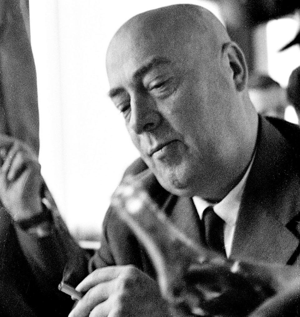 Premier Józef Cyrankiewicz w salonce w drodze do Moskwy