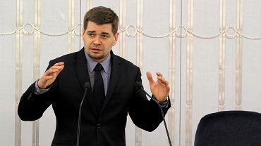 Królikowski w resorcie pracuje od czasów Jarosława Gowina. Wiceminister jest profesorem prawa.