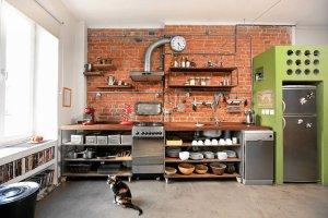 Aneks kuchenny otwarty na pokój w trzech odsłonach