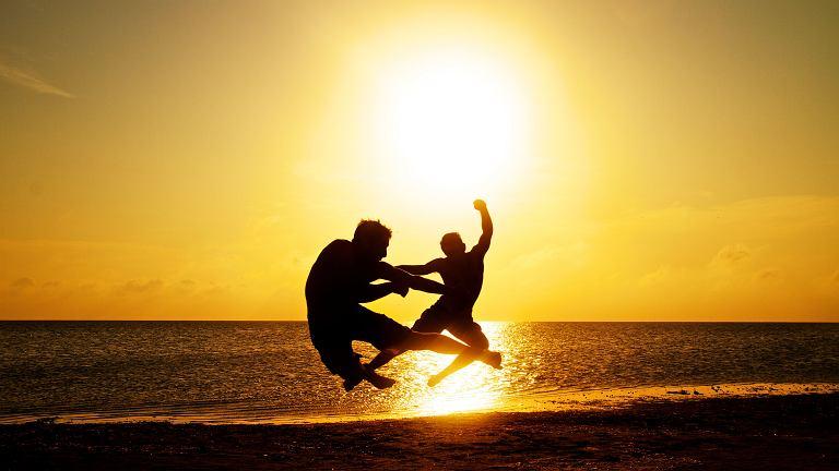 Słońce uszczęśliwia, uzdrawia i chroni, jeśli dasz mu szansę i odpowiednio przygotujesz się na przyjęcie korzyści