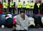 Oskar�ony o terroryzm imam Abu Hamza wyzna� przed s�dem, �e potajemnie wsp�pracowa� z brytyjskimi s�u�bami