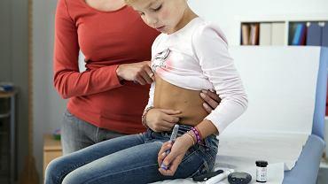 Cukrzyca typu 1 spowodowana jest uszkodzeniem komórek ? trzustki, których podstawowym zadaniem jest wydzielanie insuliny.