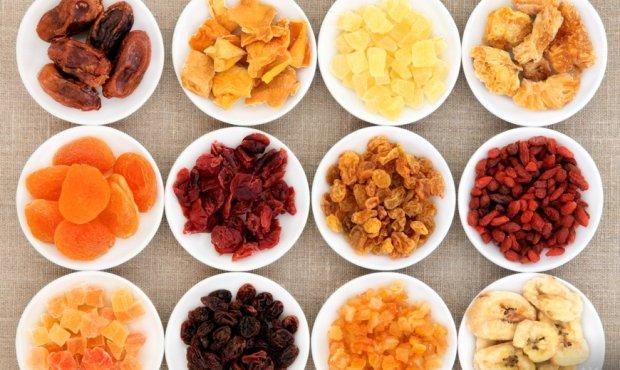 Suszone owoce niosą korzyści i dostarczają cennych składników.