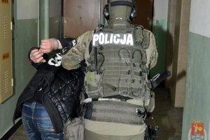 Policja w nocy rozbi�a grup� brutalnych w�amywaczy