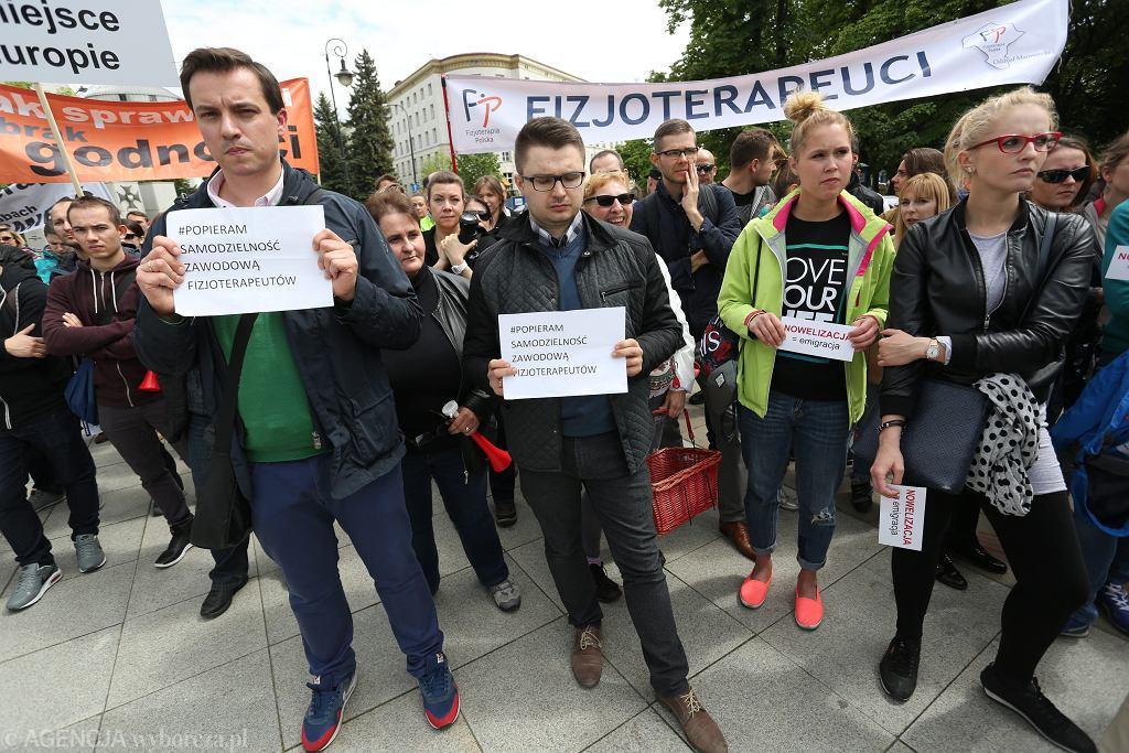 18.05.2016. Protest fizjoterapeutów przed Sejmem