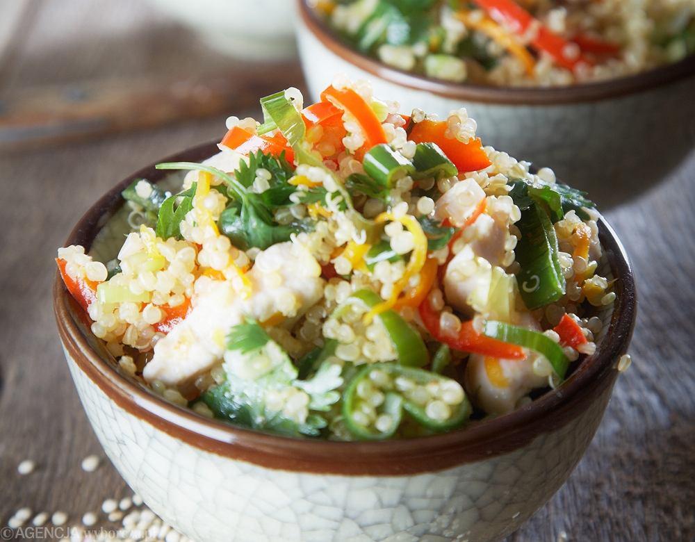 Komosa ryżowa z kurczakiem i warzywami - dobra dla bezglutenowców.