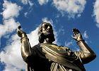 Figura Chrystusa w Poznaniu ju� na solidnej p�ycie. Zn�w pomog�o wojsko