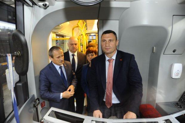 Pierwszy tramwaj Pesy ju� je�dzi po Kijowie. A b�d� nast�pne