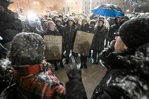 Protestowali przeciwko manipulacjom TVP. Radni: Nadużycie, fałszowanie historii