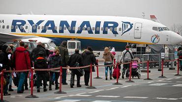 Samolot linii Ryanair na lotnisku