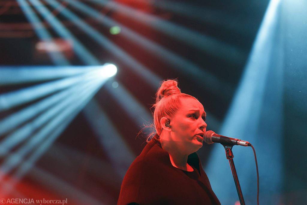 Katarzyna Nosowska z zepołem Hey podczas koncerty na Olsztyn Green Festival w 2014 / PRZEMYSŁAW SKRZYDŁO