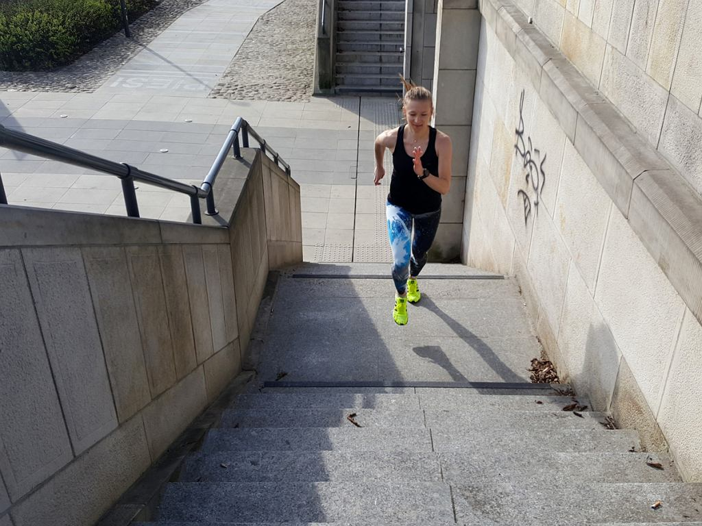 Bieganie po schodach, czyli alternatywa treningu siły biegowej na płaskim terenie