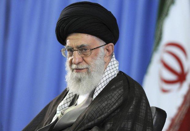 """Chamenei zapowiada, że Iran nie zmieni polityki wobec """"aroganckich"""" USA. """"Śmierć Ameryce!"""", """"śmierć Izraelowi!"""""""