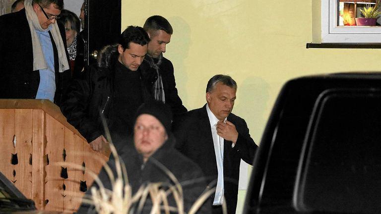 Victor Orban odjeżdża z pensjonatu Zielona Owieczka po spotkaniu z Jarosławem Kaczyńskim