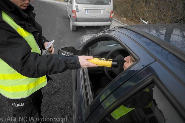 MSW: Wi�cej bada� kierowc�w, mniej zabitych w wypadkach. Walka z pijanymi kierowcami przynosi efekty