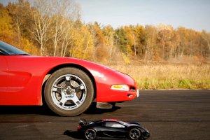 Corvette C5 kontra TRAXXAS XO-1 | Kt�ry pojazd oka�e si� szybszy?