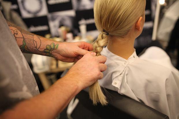 Efektowna fryzura prosto z wybiegu TOMAOTOMO. Jak ją zrobić?