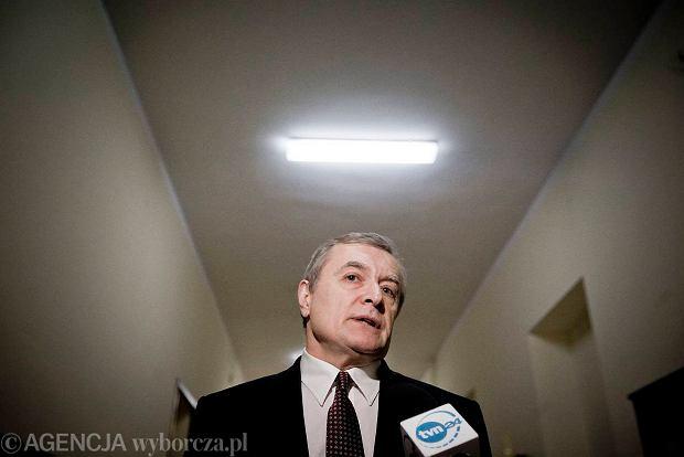 Prof. Piotr Gli�ski