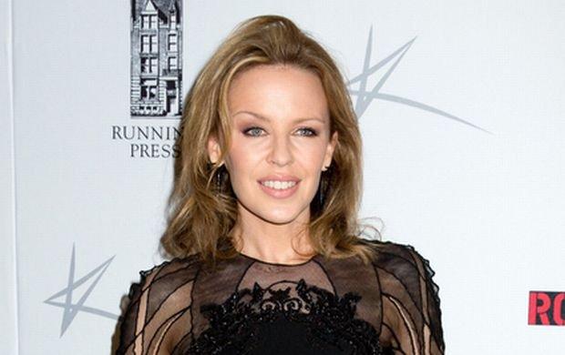 Kylie Minogue ma niedługo poślubić brytyjskiego aktora Joshua Sasse. Od dawna w sieci pojawiają się głosy, że wokalistka przejmie nazwisko po mężu. Czy to prawda? Artystka wypowiedziała się na ten temat i rozwikłała wszelkie wątpliwości.