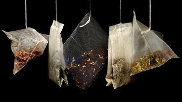 Napar wypijamy, a torebkę z fusami wyrzucamy. I tu popełniamy wielki błąd! Bo saszetkę po herbacie też można wykorzystać! Jak?