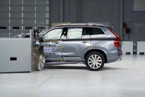 �wietny wynik Volvo XC90 w testach zderzeniowych IIHS