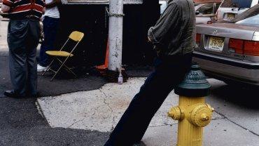 Philip Roth w Newark, w którym się wychował i które uwiecznił w kilku swoich powieściach. W ubiegłym roku ogłosił, że już dość o Newark. I o wszystkim innym - pisarz złamał pióro