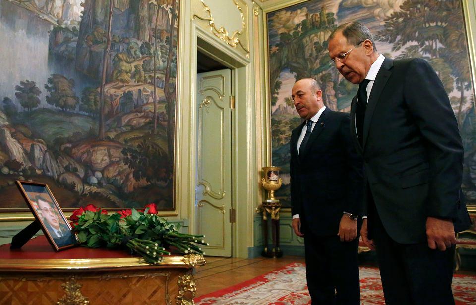 Siergiej Ławrow, szef MSZ Rosji, na spotkaniu z tureckim ministrem Cavusoglu po zastrzeleniu rosyjskiego ambasadora