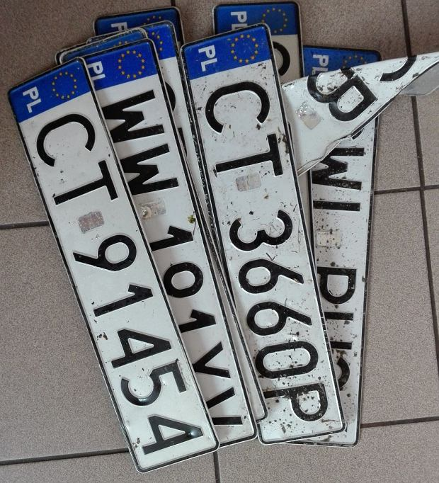 Właściciele sprowadzanych aut mogą odetchnąć z ulgą. Małe tablice będą legalne