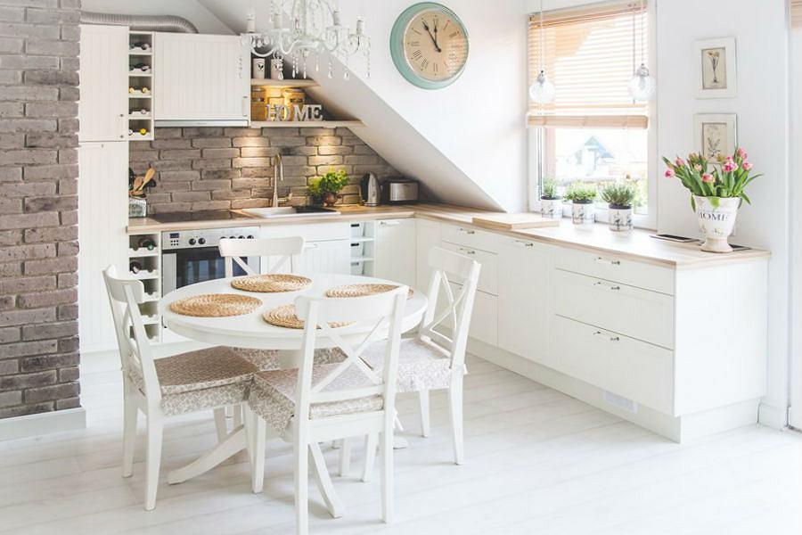 Jak urządzić kuchnię w bieli? -> Kuchnie W Marmurze