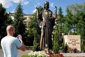 Jezus z Je�yc, czyli drugie �wiebodzineiro. Kto robi sobie selfie z pozna�sk� figur�?