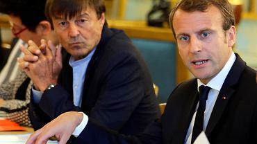 Francuski minister ochrony środowiska Nicolas Hulot i prezydent republiki Emmanuel Macron. Rząd Francji zamierza całkowicie zabronić produkcji i wydobycia ropy naftowej i gazu ziemnego do 2040 roku