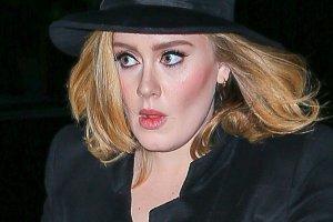 Adele wraz ze spadkiem wagi zaczęła wybierać ciekawsze stylizacje.