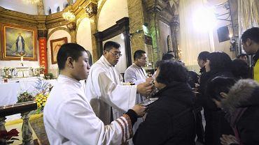 25.12.2012 , Pekin . Komunia podczas mszy świętej w jednym z pekińskich kościołów .