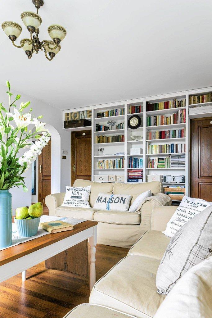 Ciep e i przytulne takie wn trza lubimy najbardziej for Biblioteczka w salonie