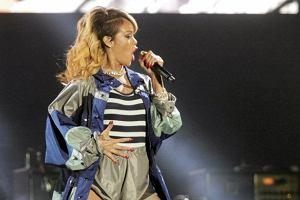 Co NAPRAWD� robi�a Rihanna na scenie? Odpowied� z przymru�eniem oka [NASZ MEM DNIA]