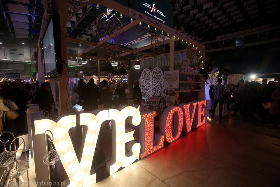 Koniecznie Musi Być Napis Love Najnowsze Weselne Trendy W Hali
