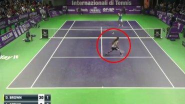 OMG! Co on zrobi�? Czy to najlepsze zagranie w historii tenisa???