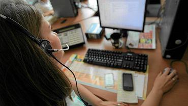 """Pracownicy call center bezsilni wobec �artownisi�w. """"Nagminne nagrywanie rozm�w przez klient�w"""""""