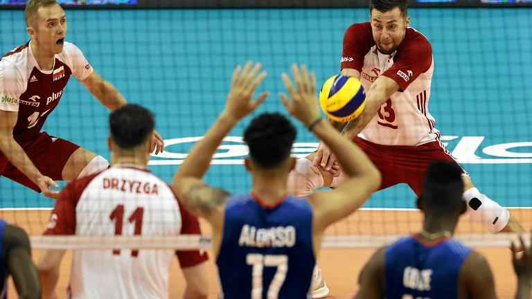 Paweł Zatorski (L), Fabian Drzyzga (2L) i Michał Kubiak (P) podczas meczu Polska - Kuba. Mistrzostwa Świata w Piłce Siatkowej Mężczyzn 2018, Bułgaria, Warna, 12 września 2018
