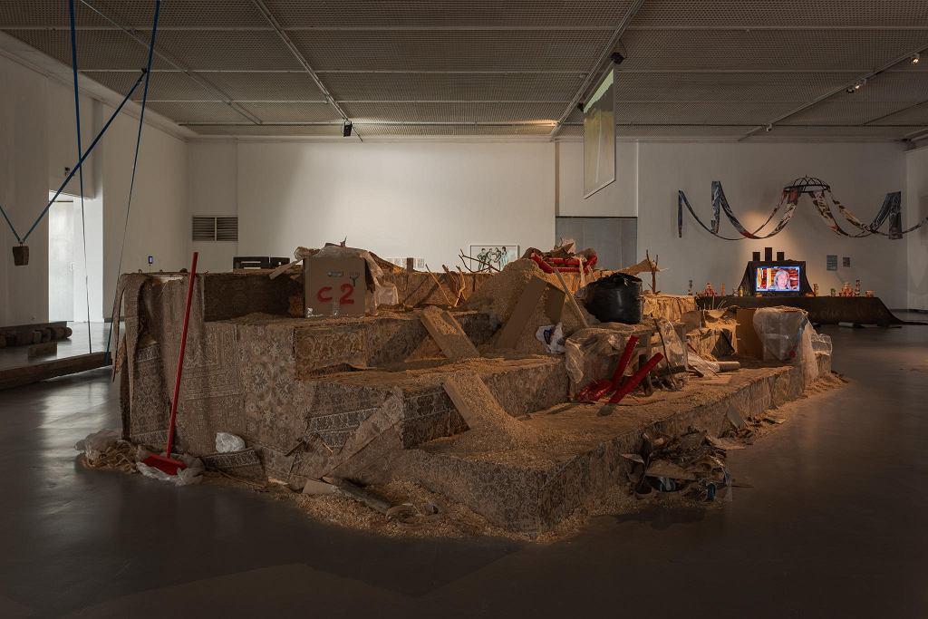 Cezary Poniatowski instalacja 'Spokój', Wystawa 'Czekając na kolejne nadejście' / ANDREJ VASILENKO