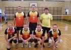 W siatkarskiej lidze 40-latk�w na czele trzy dru�yny